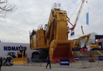Компания Komatsu выпускает карьерный экскаватор PC7000 весом 677 тонн