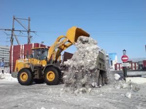 Погрузка и уборка снега. Различная спецтехника