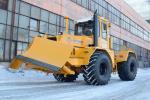 Трактор-тягач К-703-МА-12-04Т с универсальным отвалом и гидрокрюком