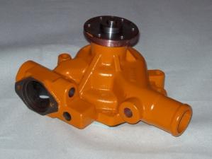 Помпа охлаждения на двигатель Komatsu 4D95L.