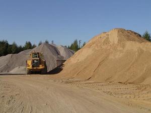 Песок всех фракций в наличии с доставкой от 1 до 30тонн.