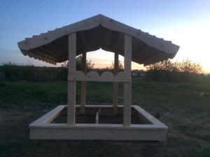 Песочница с крышей