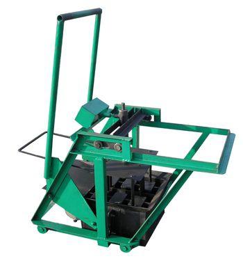 "Производим вибростанки (машинки)  ""Наседка "" по производству шлакоблока на 2 шт (вибрационный метод)."
