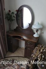 дамский столик с зеркалом