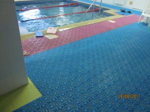 Мудульное противоскользящее покрытие для бассейнов и прочье