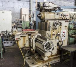 продам широкоуниверсальный фрезерный станок UF2 (ГДР)