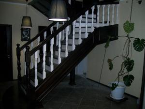 Лестницы деревянная на заказ в Барнауле