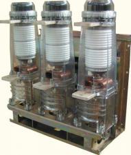 Вакуумный выключатель с пружинно-моторным приводом