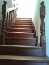 Лестницы из массива дуба, ясеня на заказ.
