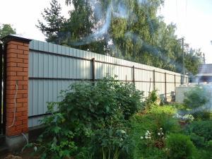 Забор из профлиста с бетонирование столбов