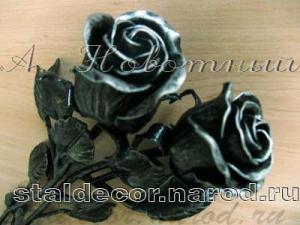 Кованый букет из двух роз.