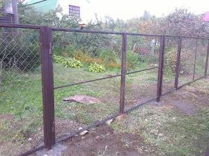 Забор из сетки в рамке