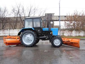 Трактор МТЗ 82.1 (Беларус 82.1) со щеткой, отвалом