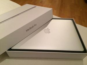 "Apple MacBook Pro (Retina Display 15.4""-inch) Russian Keyboard Layout 1 Year Apple Warranty."