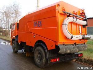 Подметально-уборочная машина КО-326-02