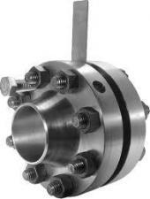 Заглушки с рукояткой ЗР (II)400 – 40 – 09Г2С Т-ММ-25-01-06-2001 в комплекте с ответными фланцами и крепежными изделиями (шпильки)