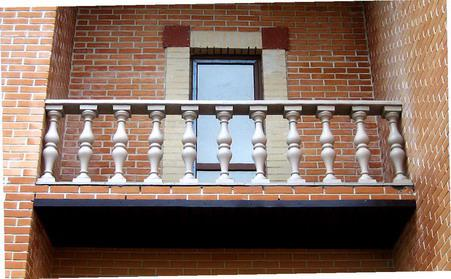Перила для балкона: особенности кованых ограждений.
