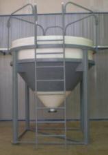 Пластиковые бункеры для сыпучих материалов 3000 литров