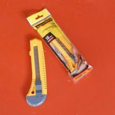 Нож STAYER STANDARD с выдвижным сегмент.лезвием, пластмасс., 18мм