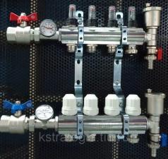 Блок коллекторный 11/4 х3/4 х 4 с расходомерами, термометрами, отсечными кранами, воздхоотводчиками и дренаж.