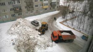 Уборка дворовой территории от снега
